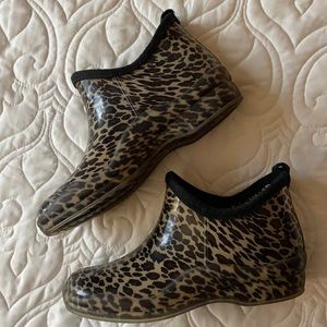 Capelli of New York cheetah rain/ winter booties
